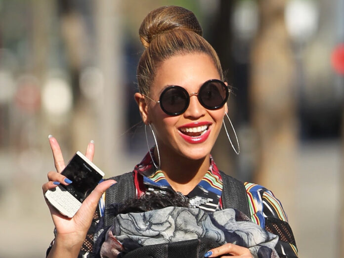 Beyonce_Lunettes_Miumiu_SMU13N